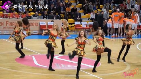 """这样的啦啦队表演堪称""""极品""""!俄罗斯女孩跳舞,点燃全场"""