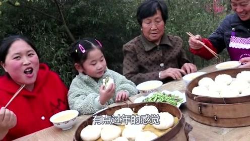 胖妹10斤猪肉做狗不理包子,一家子聚餐吃撑了,胖妹一口气吃了10个