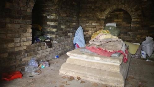 """南京600年前的公主墓,住着一位""""活人"""",谁敢住在里面?"""