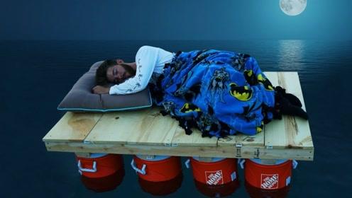 小伙自制小船,还妄想在水面上过一夜,睁大眼睛仔细看了