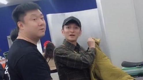 李维嘉日本购物遭网友偷拍,怒怼拍摄者:叫你别拍听到没有