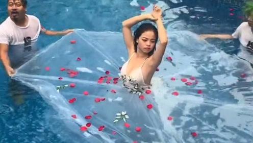 原来在水里的婚纱照都是这样拍出来的,惊呆我了!