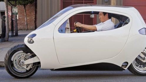 """中国推出""""不倒翁汽车"""",车身只有2个轮子,被撞也不会翻车!"""