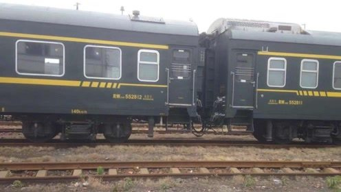 火车是如何洗车的?第一次看到洗车过程,真佩服设计师脑洞