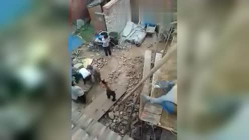 在工地上的发现了这,农民工真厉害!果然是高手在民间!