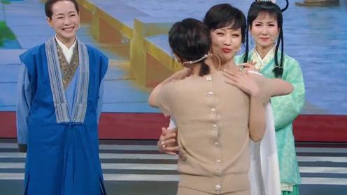 王牌对王牌:赵雅芝黄圣依拥抱,这是两个白娘子的拥抱