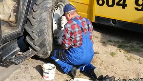 用气充轮胎常见,用火充轮胎是什么意思?看老外的操作
