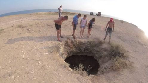 国外海边发现一个深坑,引起众人围观,看到里面的景象瞬间明白了