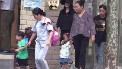张雨绮罕见带龙凤胎儿女出街 配备双保姆阔太范儿十足