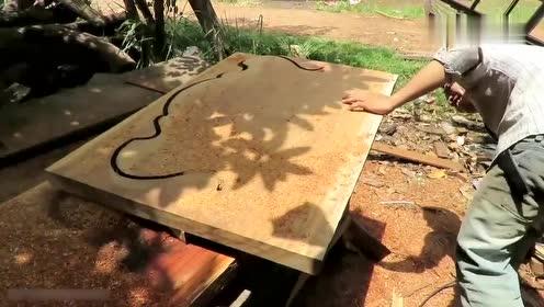 长方形的木头,小伙只靠一把锯子,把它切成超漂亮的形状