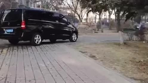 这车改装的太有范儿了,我要有车,也这样改!