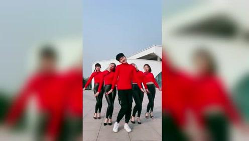 这个舞蹈真魔性,左一小姐姐跳得真给力