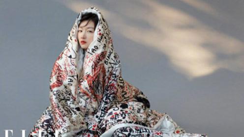 周冬雨拍杂志新造型,身披大花棉被灵气尽现