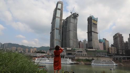 重庆饱受争议的建筑开业了,网友说是败笔,这240亿投得值不值?