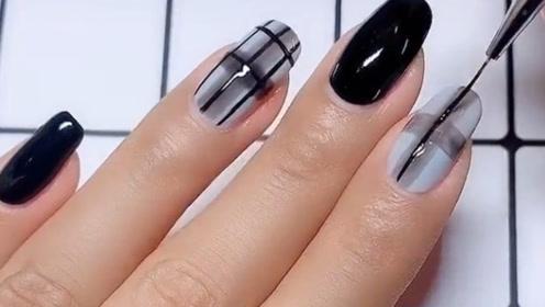 用指甲油就可以涂出来的格子美甲,简单的美,超酷