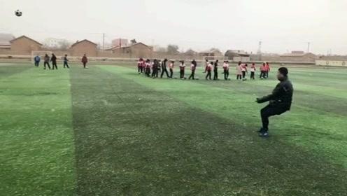 我朋友想让我问一下你们,这个水平能进国足吗,真的是很喜欢足球想踢球!