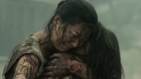 妈妈抱着死去的女儿,心中懊悔不已,只能忍痛割爱!