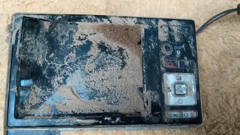 废墟里捡到一个破损的相机,拿回去成功修复,这下赚了