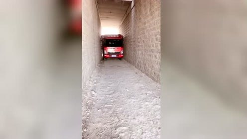 只能前进,不能后退,大货车司机技术厉害!