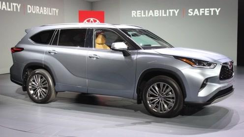 2020款丰田汉兰达到货 后备箱打开放倒第三排座椅后 还要啥途观和锐界