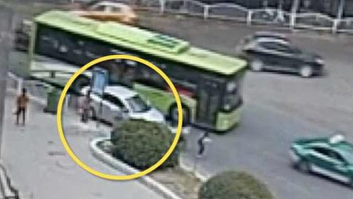 小学生追赶公交被碾压需截趾:违停小车、公交、女孩三方同责