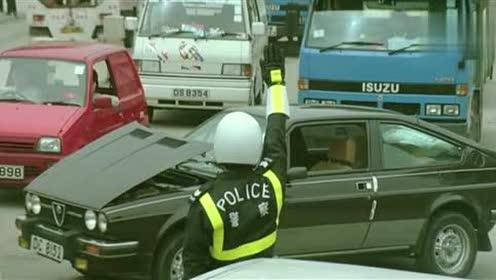 看到了吗,交警在指挥交通时,并不完全是按照考驾照学的手势