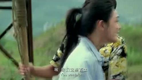 赵大嘴为了钱什么都能做出来,他逼着自己同伙上前,敲水引鳄鱼出来