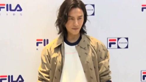 陈坤买烧酒被认成未成年后现身 素颜亮相打扮仍似少年