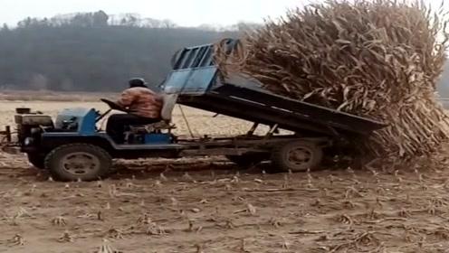 现在拖拉机都这么先进了吗?自动装货?