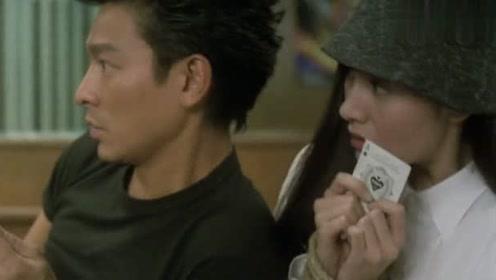 黑马王子:张家辉刘德华被人砍,刘德华找演员警察唬人,岂料穿帮