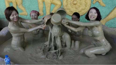 """越南最""""污""""的温泉,天天生意爆满要排队,深受外国人的喜欢"""