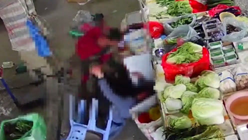 福建泉州一女子菜市场内被砍中20多刀  监控画面触目惊心