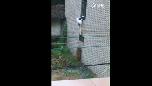 霸气女子穿热裤高跟居然去翻墙爬窗把自己摔惨