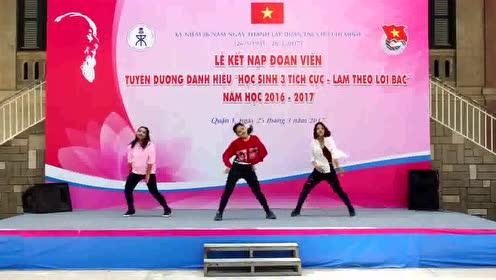 最近超火的《Samsara》舞,一群学生都开始模仿着跳了