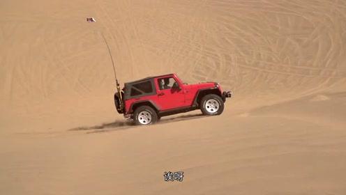 老司机带学妹单车闯沙漠 没水喝时秀取水大招令美女惊叹