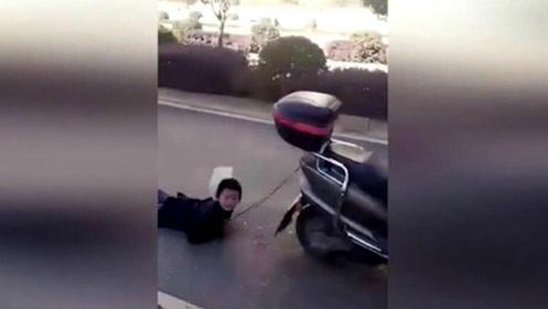 云南一男童被亲生母亲绑摩托车上拖行:为吓唬孩子