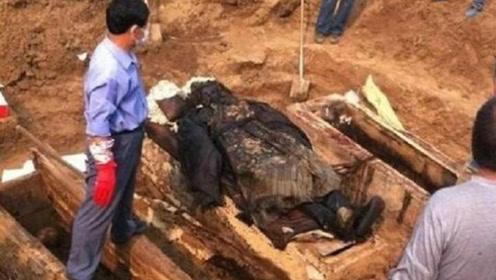 专家内蒙古发现不腐女尸身穿龙袍下葬!揭开清朝皇室不为人知秘密