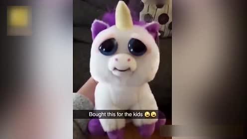 萌凶双表情玩具吓哭宝宝 网友:这绝对是亲妈