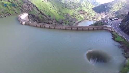地狱之门?加州湖泊现巨型水洞 实际另有乾坤