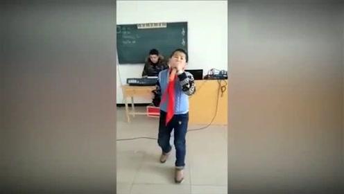 惭愧!唱歌不如小学生,骚气的颤音太惊人了