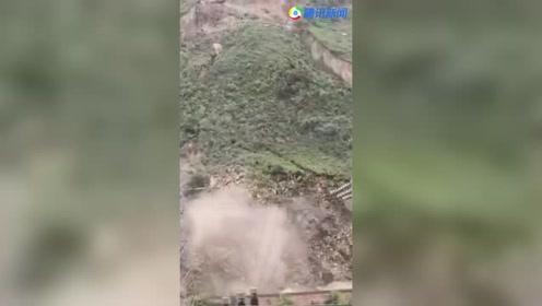 四川乐山 山体滑坡 整片山坡滑下场面壮观