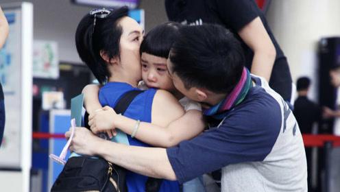 朱茵送女儿录节目机场哭成一团  一家人造型太接地气