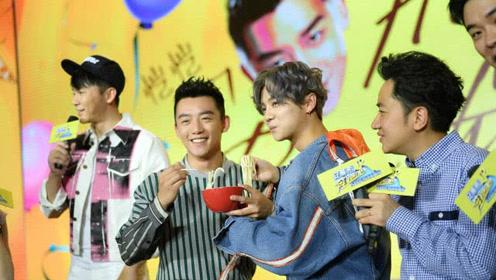 跑男嘉年华看点多:杨颖张杰合唱,陈赫和王菊搭档脱口秀