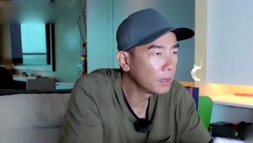 51岁陈小春发微信给应采儿 谁注意到他的手机备注?真是甜炸了