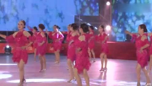 广场舞又出新高度:谁能看的出这是一帮老年人跳出来的恰恰舞蹈!