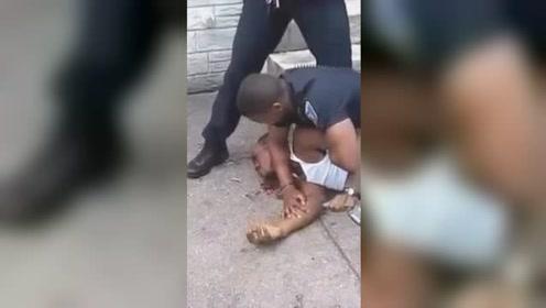 美国一警察暴打黑人男子 在美国引发关注