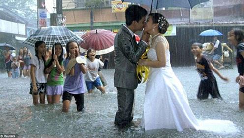 没有什么能够阻挡!菲律宾一对新人洪水中坚持举行婚礼