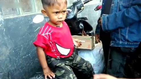 2岁男孩吸烟成瘾每天吸烟40次 不给吸会咆哮哭一整天