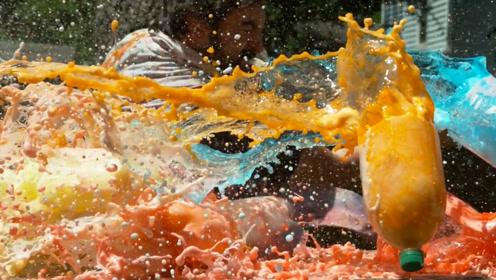 1000倍慢动作下武士刀砍过五彩饮料,华丽的瞬间充满力量美学!