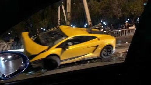 兰博基尼在北京东二环突发车祸?记者赶到时看到一地狼藉